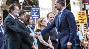El 'No a la guerra' estalla en medio de la manifestación contra los atentados de Barcelona