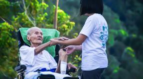 La CNT denuncia la explotación a las cuidadoras de mayores y dependientes